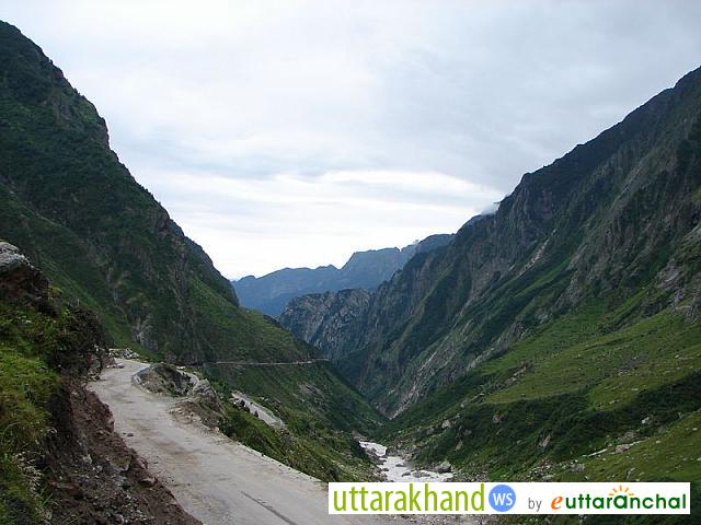 Road to Badrinath